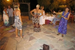 19-Girls-dancing-round-a-handbag-do-not-leave-luggage-unattended