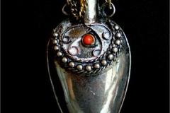 Tunisian-pendant-Dodie-Hodgkinson