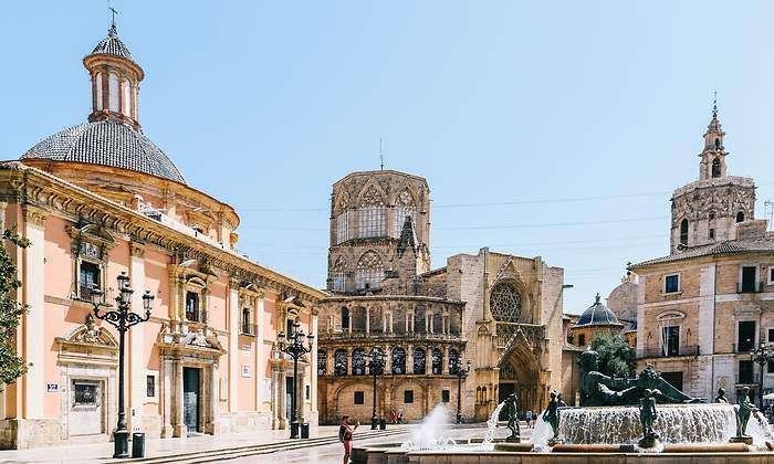 This image has an empty alt attribute; its file name is Valencia-1.jpg